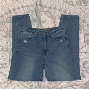American Eagle High Rise Mom Jeans Distressed Sz 6